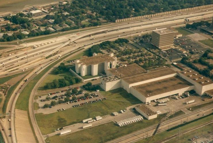The Houston Post campus as it appeared in the 1990s before it was sold and shut down. I was piloting the airplane, a Cessna 150, when my co-worker, Christine Lavin, leaned over and snapped this picture.